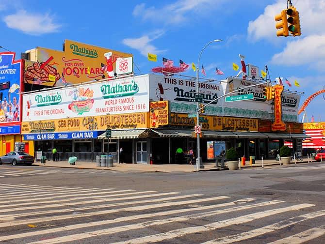 Coney Island en Nueva York - Nathan's Hot Dog