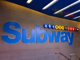 Metro en NYC - parada de metro