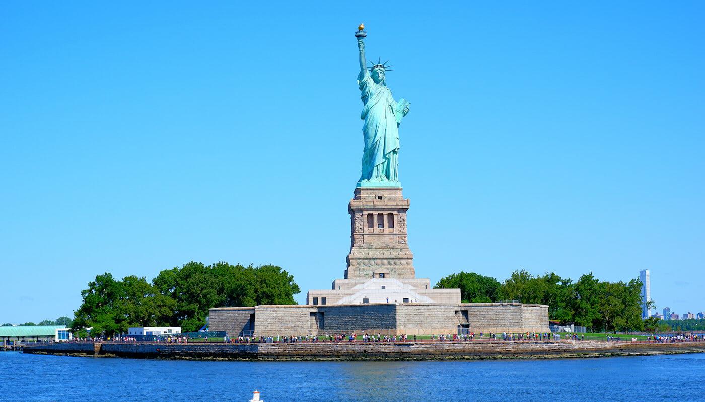 Cruceros en un velero clásico Schooner en Nueva York - Estatua de la Libertad