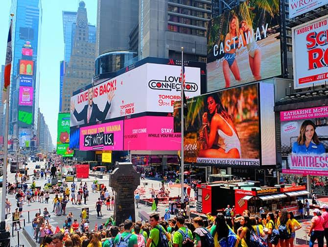 Times Square en Nueva York- La multitud de personas