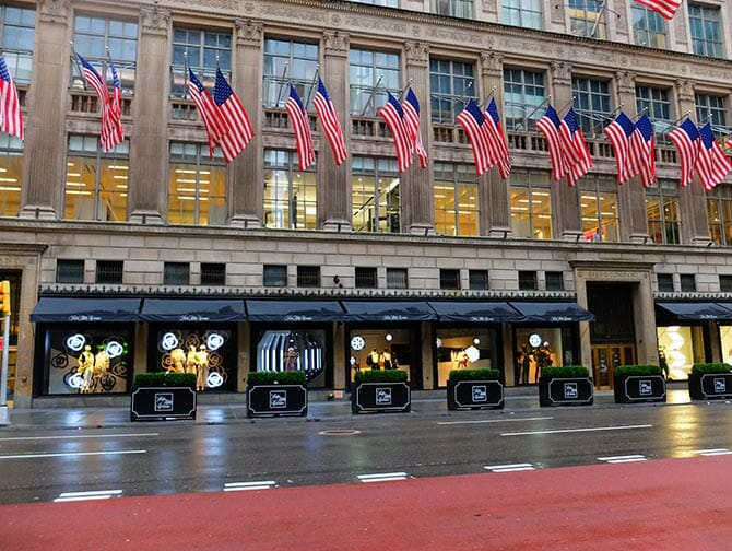 Saturday shopping 5th Avenue