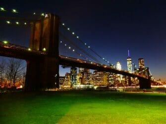 Parques en NYC- Brooklyn Bridge de noche