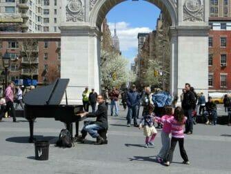 Parques en NYC - musica en directo en Washington Square Park