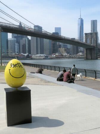 Pascua en NYC - Huevo de Pascua amarillo