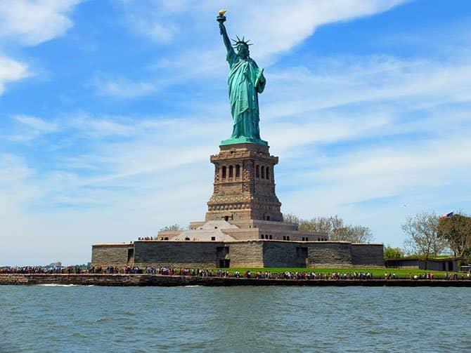 Bateaux crucero con almuerzo en Nueva York - Estatua