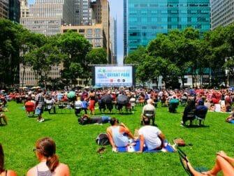 Broadway en Bryant Park - La explanada