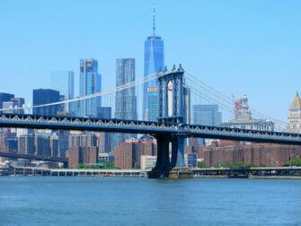 Manhattan Bridge en Nueva York - Skyline