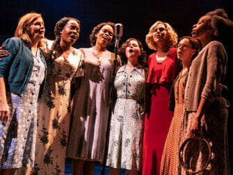 Tickets para The Girl from the North Country on Broadway - Cantando